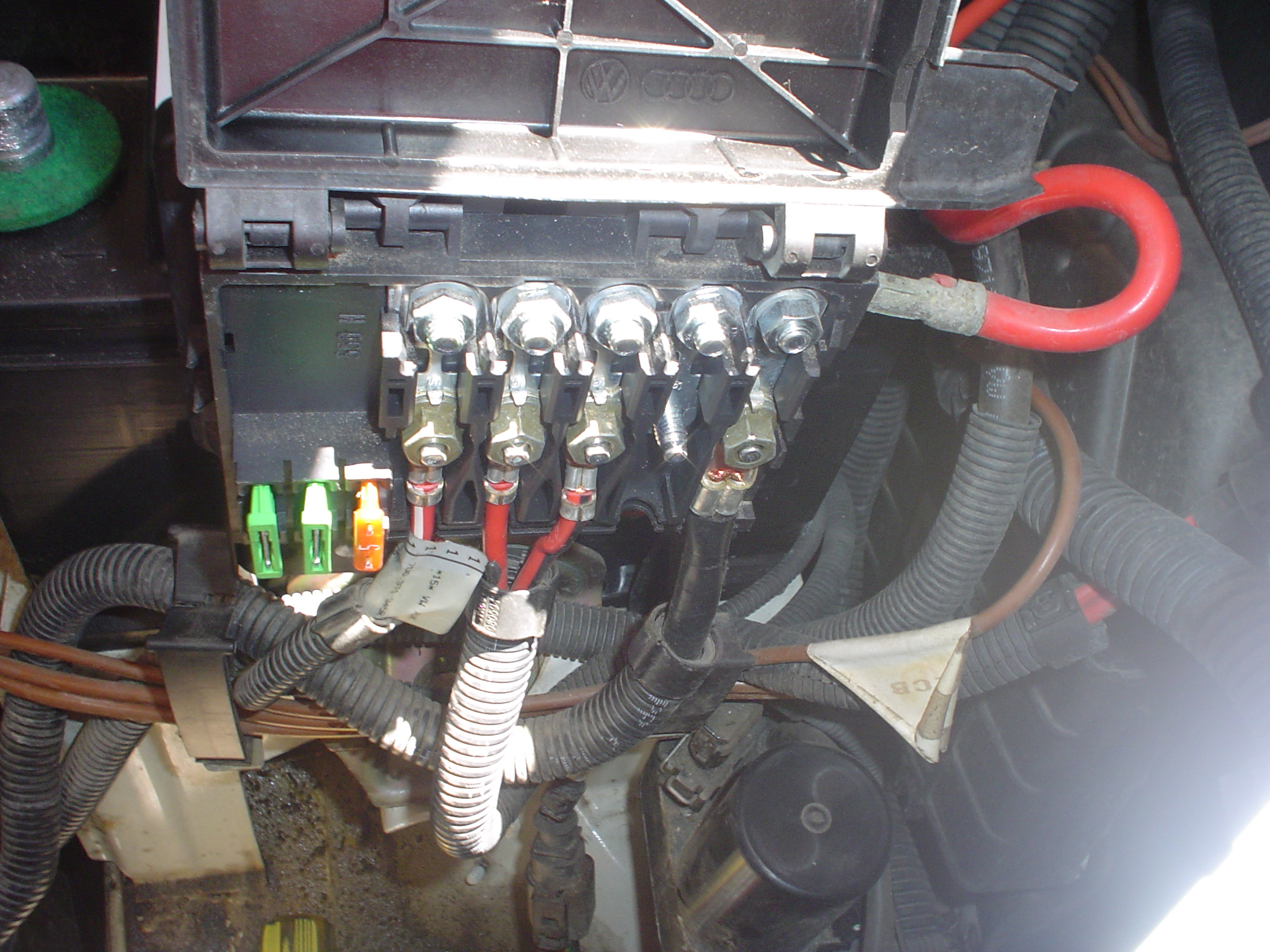 VW Fuse Box (Engine):