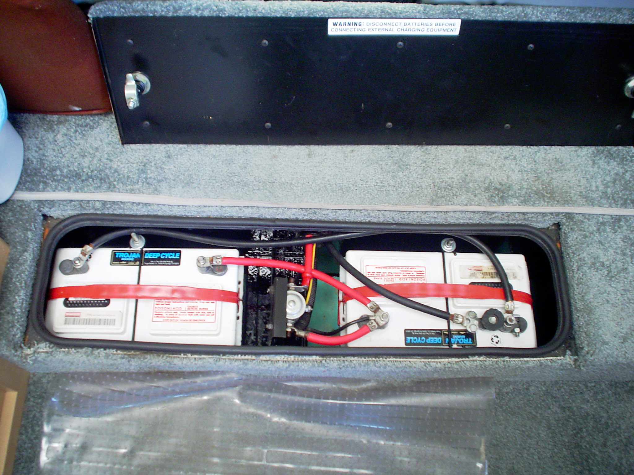 Coach Battery additionally Batterymodewiring moreover Mod besides Coach Battery Small besides Fuses Dash   Engine. on winnebago battery solenoid coach